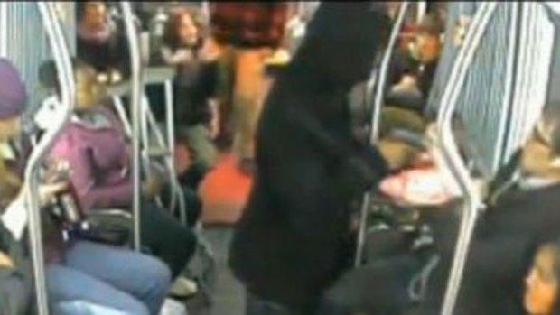 Video: Video: pasajeros contra ladrón armado