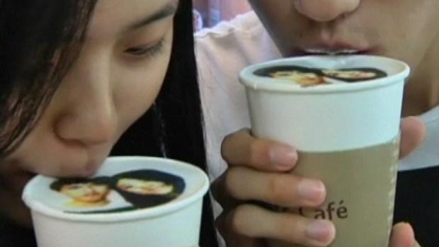 Video: Cafetería imprime fotos en el café