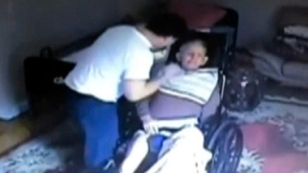Video: Cámara capta maltrato de anciano