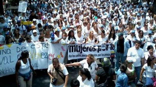 Video: Mujeres de blanco marchan en Caracas