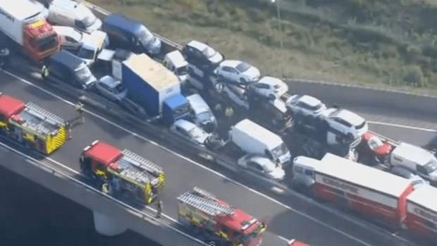 Video: Brutal colisión de más de 100 autos