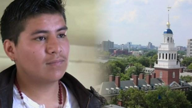 """Video: """"Soñador"""" de Harvard regresa a EEUU"""