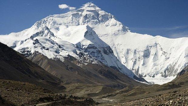 Video: Tragedia en Everest: alud se traga a 12