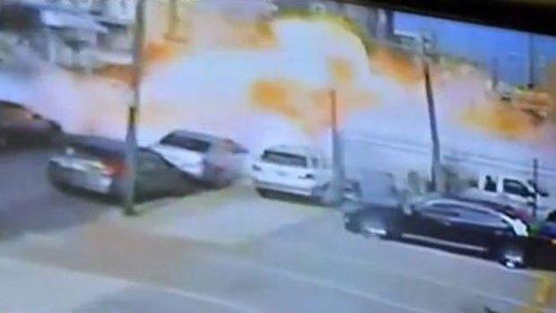 Video: Explota camión cocina dejando heridos