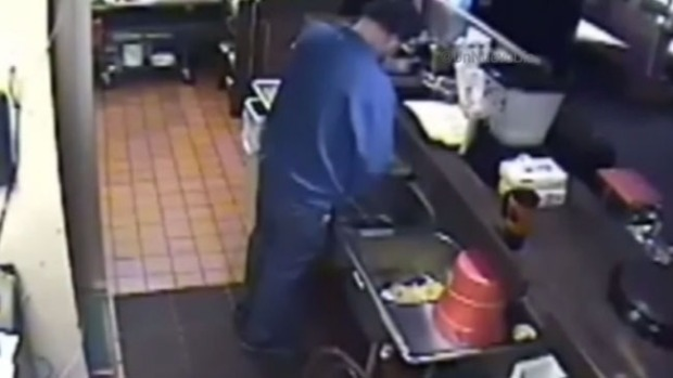 Video: Repugnante hallazgo en cocina Pizza Hut
