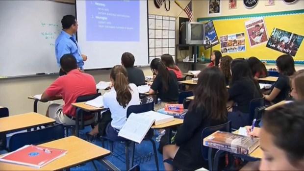 Video: Aumenta número de hispanos graduados