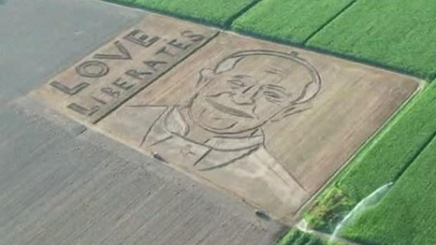Video: Espectacular imagen del Papa en campo