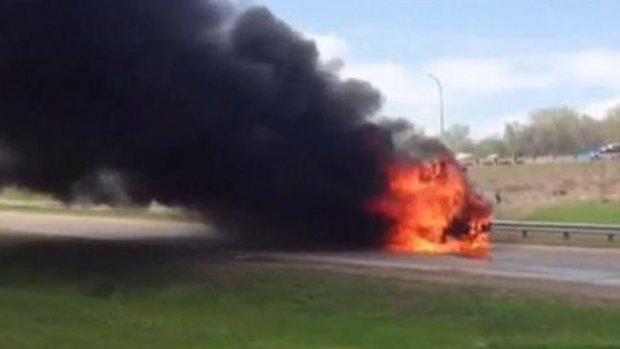Video: Bus escolar en llamas roza la tragedia
