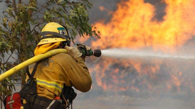 Video: Clima ayuda lucha contra incendio
