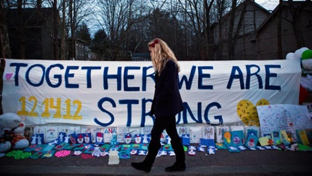 Video: Newtown pide un duelo silencioso