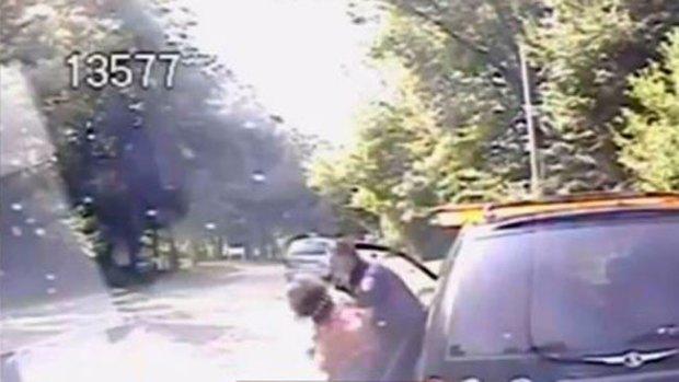 Video: Salchicha atorada casi mata a mujer