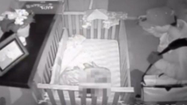 Video: Estremecedor video de bebé en peligro