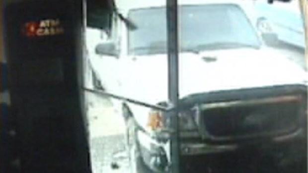 Video: Hombre casi es aplastado en gasolinera
