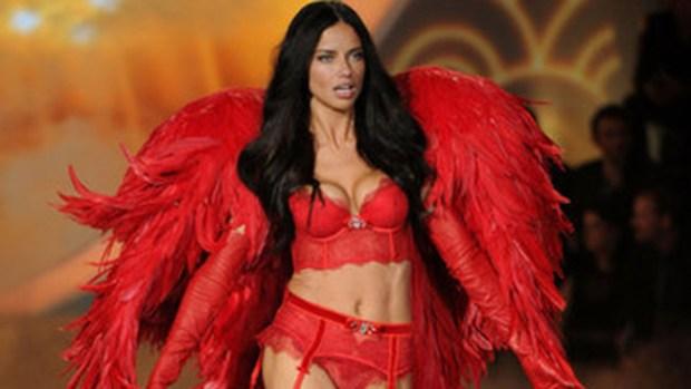 Video: Adriana Lima, uno de los ángeles sexys