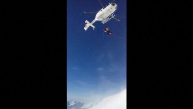 [TLMD - LV] Captado en video rescate de niño tras avalancha