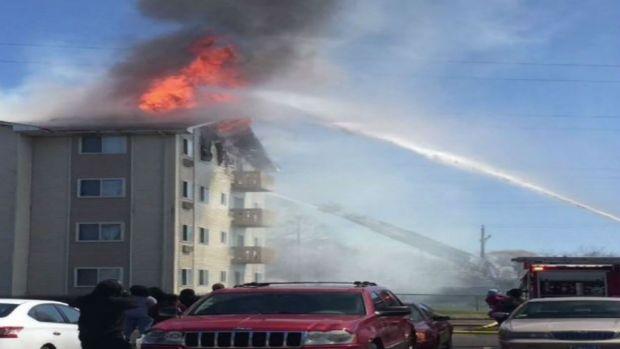 Más de 100 personas desalojadas tras voraz incendio en Waukegan