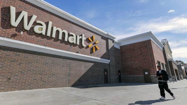 Excremento de rata causa cierre de Walmart en Hermosa