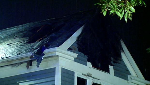 Se incendia casa por caída de rayo en Darien