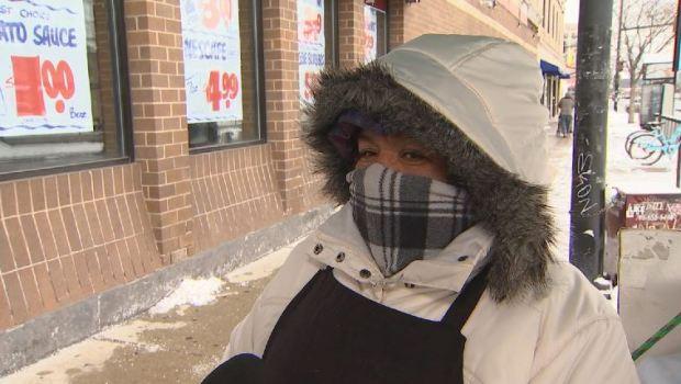 Residentes de Chicago le hacen frente al brutal frío