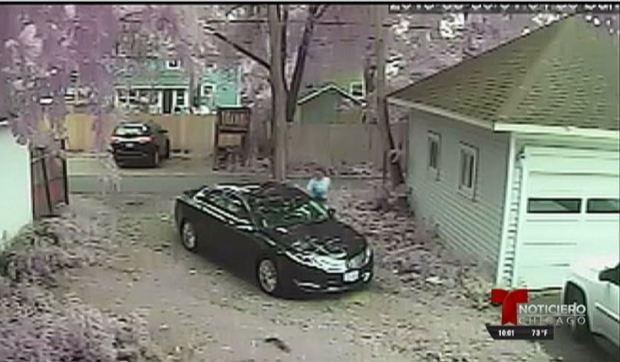 Buscan hombre que robó pistola de un auto en Aurora