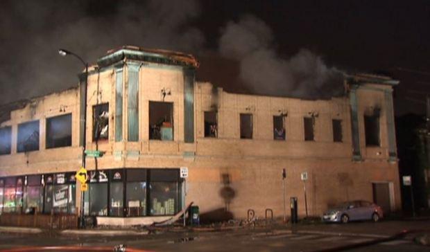 Devastador fuego estalló en Lincoln Square Lanes
