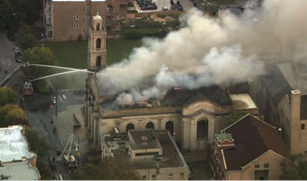 Masivo incendio en iglesia de Woodlawn