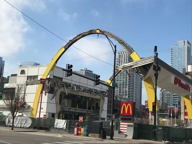 Lo que quedó del icónico Rock N Roll McDonald's en Chicago