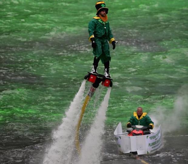 Así pintaron de verde el Río Chicago