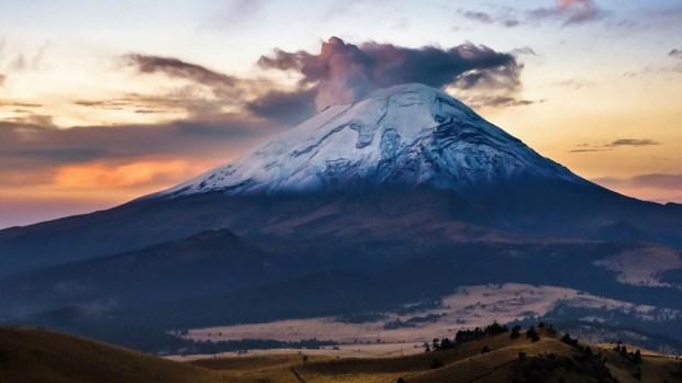 En tres minutos: la tierra tembló y un temido volcán explotó