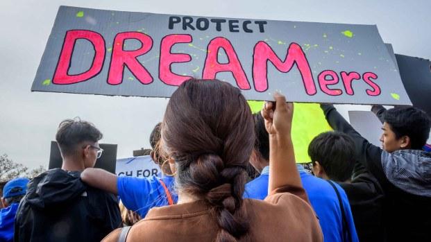 Se manifiestan en todo el país a favor de DACA