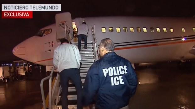 Telemundo vuela con deportados a Centroamérica