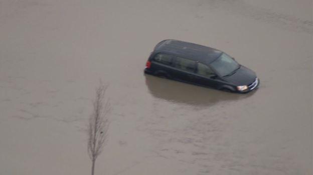 Bajo agua suburbios de Chicago tras intensas lluvias