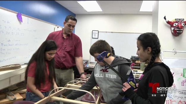 Estudiantes de primaria construyen kayak
