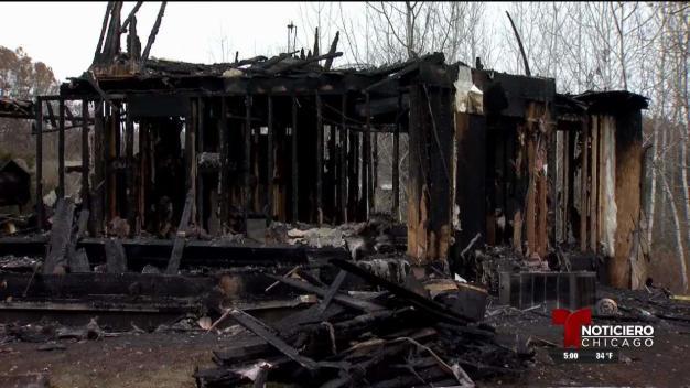Familia muere en un incendio en Dixon
