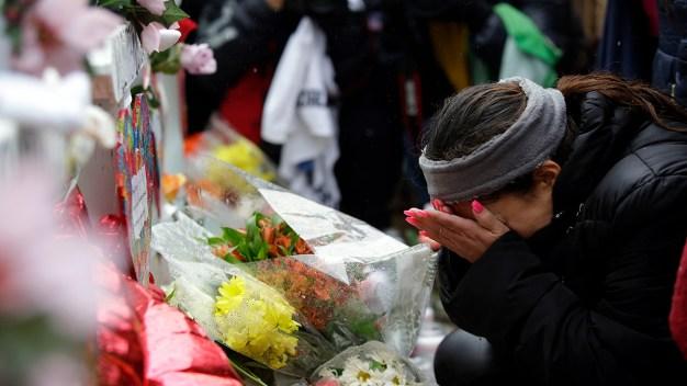 Crean en Aurora red de ayuda tras mortal tiroteo en fábrica