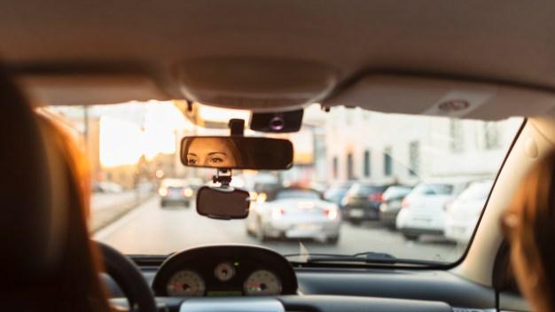 Lightfoot propone aumentar los impuestos de Uber y Lyft