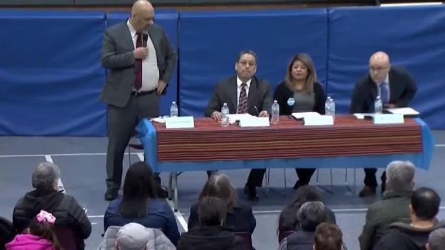 Realizan foro de candidatos para concejal en La Villita