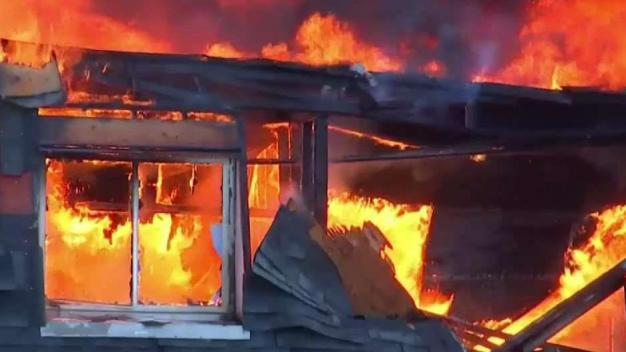 Demolerán los edificios quemados en Propect Heights