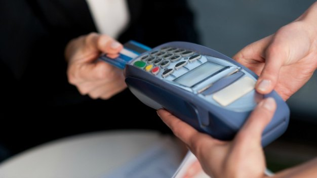 CNBC: eligiendo tu primera tarjeta de crédito