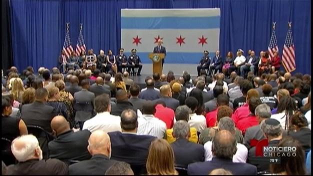 Emanuel propone más policías, más empleos y programas de ayuda