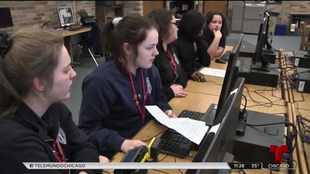 Amazon impulsa cursos de STEM para jovencitas en Chicago