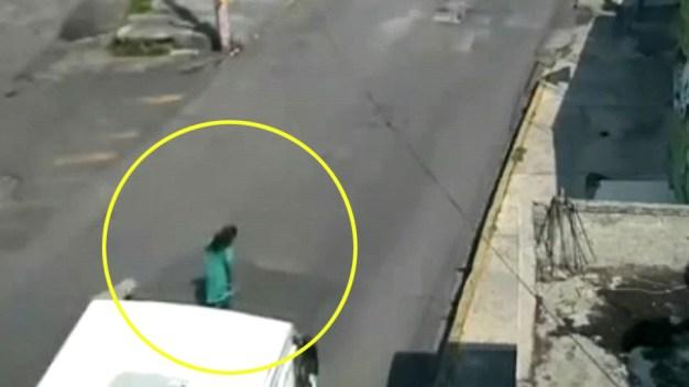 Dramático video: autobús le pasa por encima a una mujer