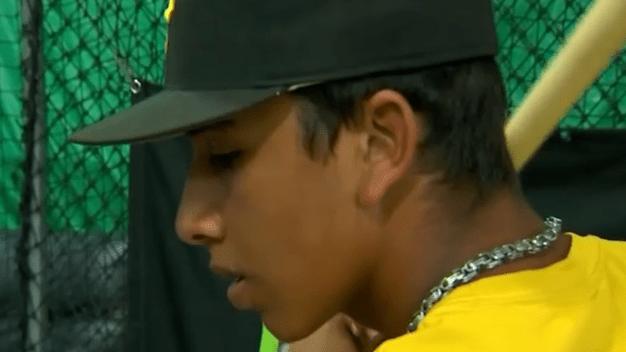 Atleta Latino lucha con el sueño de ser beisbolista