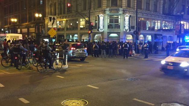 Cientos de jovencitos siembran caos en calles de Chicago