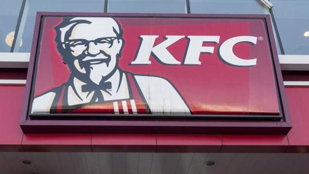 Cierran restaurantes KFC por falta de pollo en Gran Bretaña