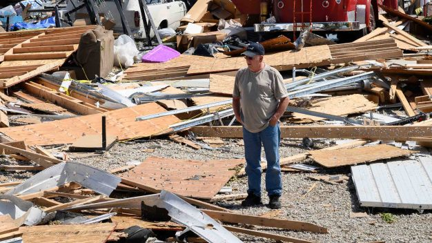Tornados mortales: crece cifra de víctimas y destrucción