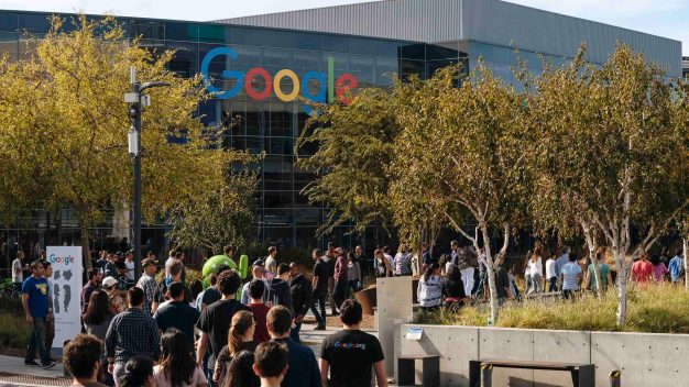 Empleados de Google se niegan a colaborar con ICE