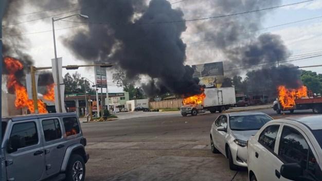 """Sinaloa arde: capturan a hijo de """"El Chapo"""" y lo liberan"""