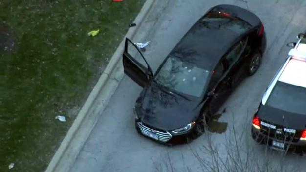 Oficiales disparan vehículo en Naperville tras persecución policial