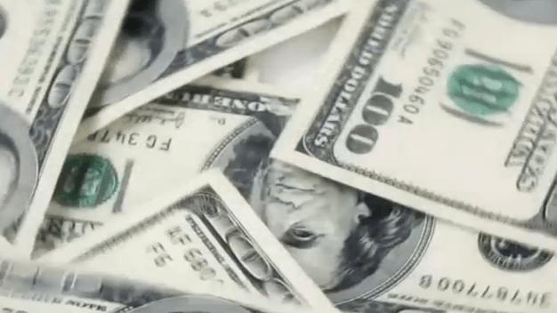 Pritzker firma nueva ley en Illinois que beneficia trámites bancarios